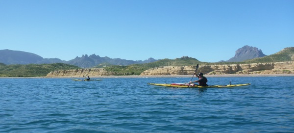 Paddlers and scenery between Loreto and La Paz